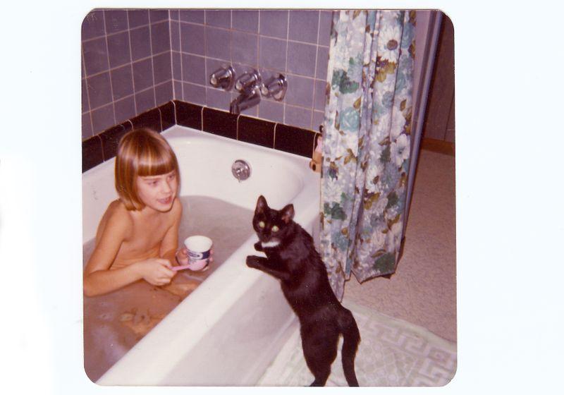 1974 Bathtub Heather Mittens
